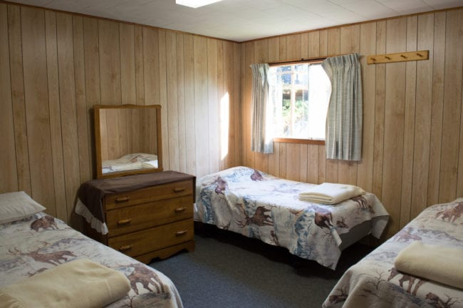 Cabin, Ontario Cottage Country, French River Delta, Bear's Den Lodge Bear Cub, roomy living